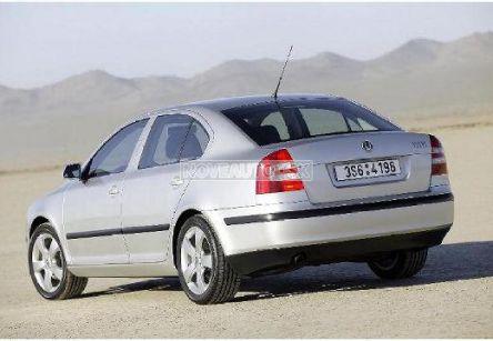 ŠKODA Octavia  1.6 FSI Elegance (hatchback) - (Fotografia 3 z 6)