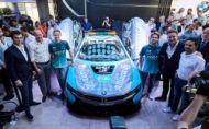 BMW i8 Safety Car s indukčným nabíjaním pre Formulu E