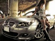 Cítite sa viac sexy v drahom aute? Pozor, nie vždy to funguje.