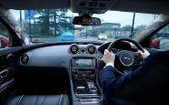 Jaguar pracuje na priehľadných stĺpikoch karosérie a virtuálnom navigátorovi