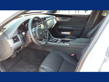 JAGUAR XF 2.0D I4 240k A8 R-Sport AWD - T.O.P. AUTO Slovakia - (Fotografia 6 z 9)