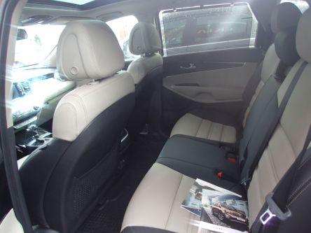 KIA Sorento 2.2 CRDi VGT 4WD ISG Platinum A/T - AUTOVENDYSLOVAKIA, s.r.o - (Fotografia 4 z 8)