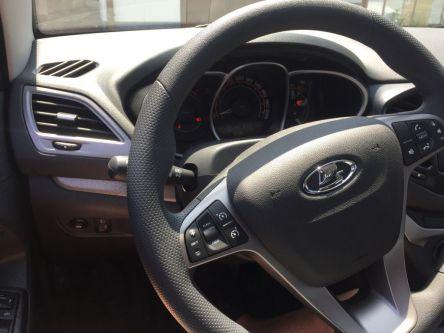 LADA Vesta 1.6 16V MPI Luxe AMT - PETRO CARS s.r.o - (Fotografia 4 z 10)