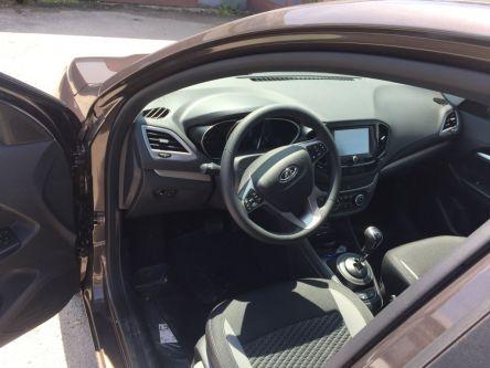 LADA Vesta 1.6 16V MPI Luxe AMT - PETRO CARS s.r.o - (Fotografia 5 z 10)