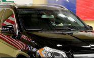 Majiteľ firmy na pancierované autá doslova stojí za svojim produktom!