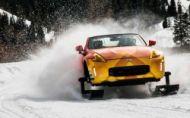 """Nissan 370Z sa """"uživí"""" aj ako prerastený snežný skúter"""