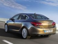 Opel Astra už i ako sedan