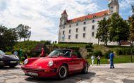 Presne o mesiac - Sto Porsche na hrade