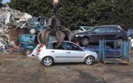 Zlodej zošrotoval auto! Majiteľovi poslal fotku